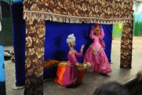 The puppets singing and dancing to the popular children's song from the Bollywood film Masoom Lakdi Ke Kathi