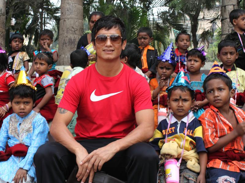 Bhaichung Bhutia Joins The Paint Our World Christmas Party